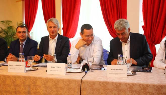 Foto: De ce Mamaia nu este Miami? Premierul Ponta, băgat în şedinţă de patronii din turism