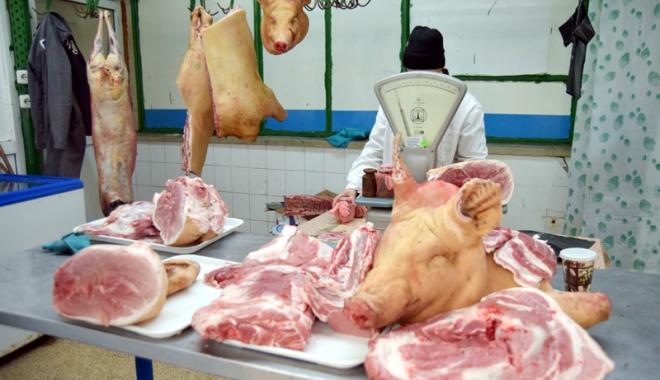 Foto: Tăiaţi porc anul acesta? Nu uitaţi de examenul pentru depistarea trichinelozei!