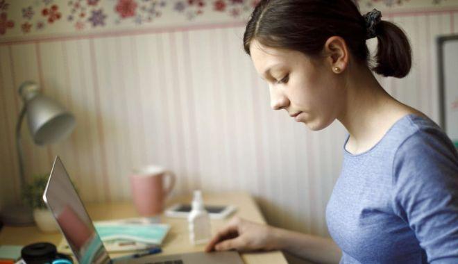 """Foto: Simulare online a Evaluării Naționale, la Școala nr. 7 """"Remus Opreanu"""""""