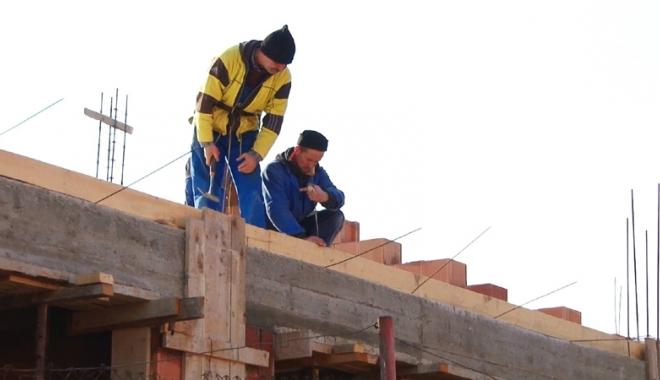 """Foto: Constanţa - un oraş cu multe blocuri noi, dar proaste. Prima Casă se împiedică de """"ţepele"""" constructorilor"""
