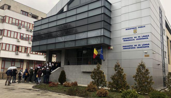 """Proteste fără precedent în justiţia din Constanţa. """"Aşa nu se mai poate!"""" - fotofondproteste12-1550871841.jpg"""