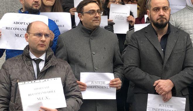 """Proteste fără precedent în justiţia din Constanţa. """"Aşa nu se mai poate!"""" - fotofondproteste8-1550871694.jpg"""