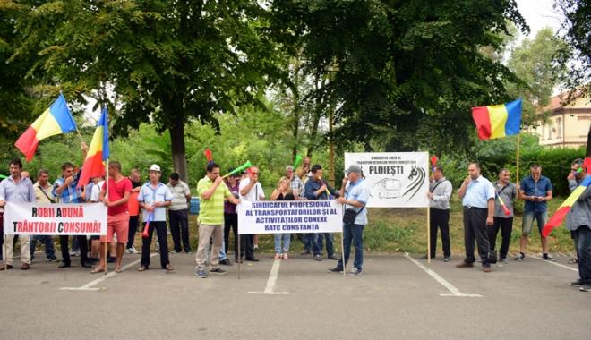 Foto: Tensiuni la RATC! Şoferii ameninţă cu greva foamei pentru a primi salarii mai mari