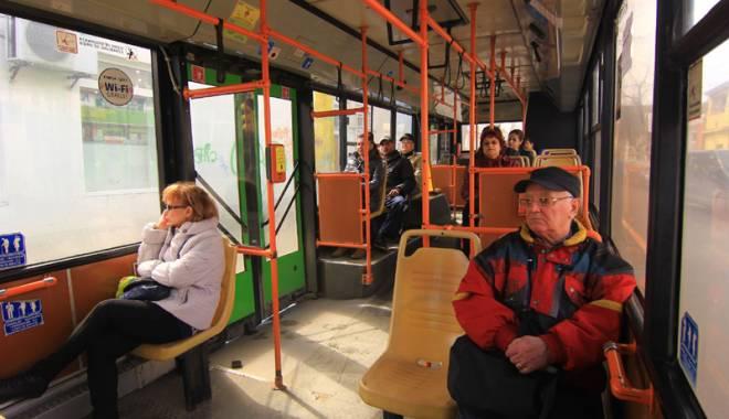 Foto: Poveşti de groază din autobuzele RATC. Călători sechestraţi şi copii intimidaţi de controlori zeloşi