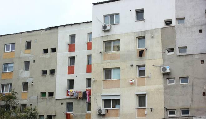 Foto: Reabilitarea termică a blocurilor din Constanţa, făcută după ureche!