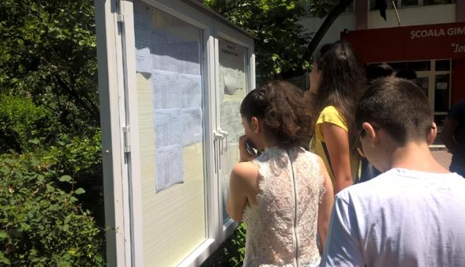 Foto: Cum ajung elevii în clasa a VIII-a fără să ştie să scrie? Şcoli întregi cu zero promovabilitate la Evaluarea Naţională