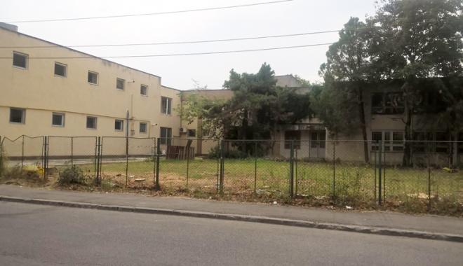 Un nou tun imobiliar la Constanţa! Au ras două grădini pentru a ridica blocuri - fotofondsantiercorbului3-1503419176.jpg