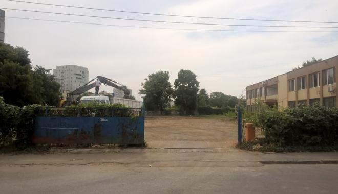 Un nou tun imobiliar la Constanţa! Au ras două grădini pentru a ridica blocuri - fotofondsantiercorbului7-1503419219.jpg