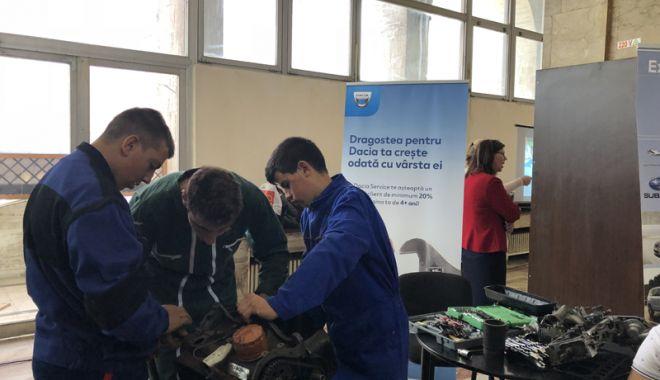 """Foto: Sărbătoare la Liceul Tehnologic """"Dimitrie Leonida"""". Instituţia constănţeană împlineşte 40 de ani"""