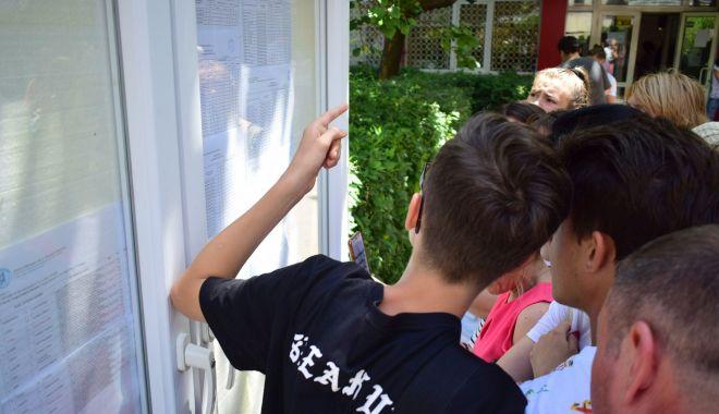 """Foto: Împărţirea locurilor la clasa a IX-a! Cine """"culege"""" elevii cu medii sub 5 la Evaluarea Naţională"""