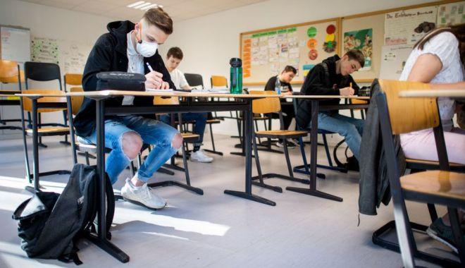 Mâine se redeschid școlile. Mai mult de jumătate din elevi au anunțat că vor veni la pregătire - fotofondscoala221590931259-1590996525.jpg