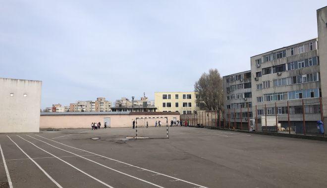 """Şcoala nr. 30 îi """"fură"""" sala de sport, cantina şi internatul Colegiului Tehnic """"Tomis"""" - fotofondscoala30liceultomis2-1552598304.jpg"""
