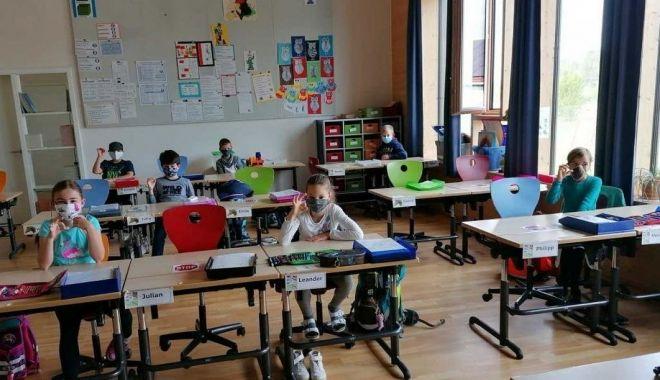 """Ce spune psihologul despre cursurile la distanţă. """"Şcoala online trebuie privită ca o provocare"""" - fotofondscoalaonline2-1601316949.jpg"""