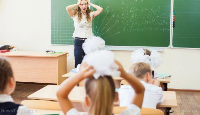 """Foto: Cadrele didactice solicită protecție în școli. """"Nu mai vrem violență!"""""""