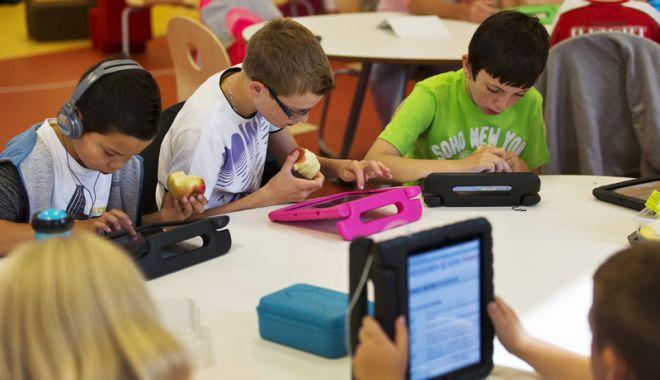 Foto: Proiect SF sau şanse reale? Şcolile  din Constanţa vor avea table inteligente  şi elevii vor învăţa de pe tablete