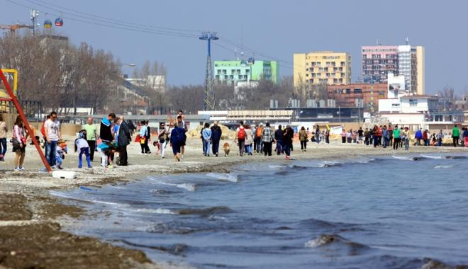 Foto: Litoralul îşi deschide porţile de Paşti. Turiştii, aşteptaţi la mare cu evenimente, concerte şi sport