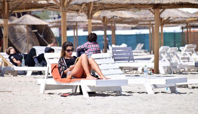 Foto: Pregătiri pentru 1 Mai! Hotelierii şi cârciumarii de pe litoral se plâng de lipsa forţei de muncă şi controalele OPC