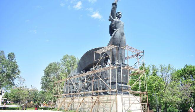 Opere de artă, de la degradare la restaurare. Statuile din Constanţa au ajuns de tot râsul