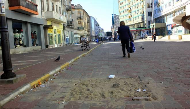 Foto: Mizerie, nepăsare şi lipsă de culoare, pe strada Ştefan cel Mare din Constanţa