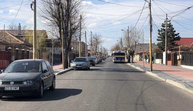 """Haos pe strada Pandurului. Maşinile parcate pe carosabil, trotuarele pavate goale. """"Cine plăteşte risipa?"""" - fotofondstradapandurului17-1552340526.jpg"""