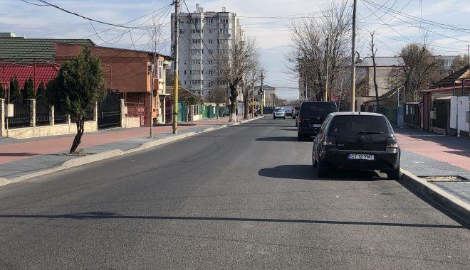 """Haos pe strada Pandurului. Maşinile parcate pe carosabil, trotuarele pavate goale. """"Cine plăteşte risipa?"""" - fotofondstradapandurului25-1552340746.jpg"""