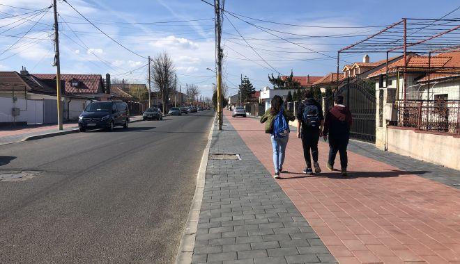"""Haos pe strada Pandurului. Maşinile parcate pe carosabil, trotuarele pavate goale. """"Cine plăteşte risipa?"""" - fotofondstradapandurului6-1552340865.jpg"""