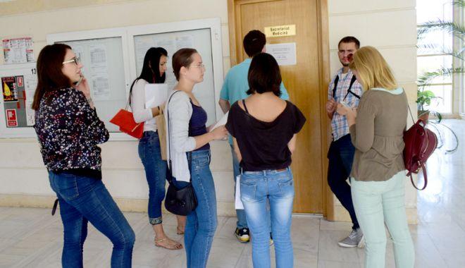 Foto: Nu contează dezastrul de la Bac! Creşte numărul de locuri în universităţi