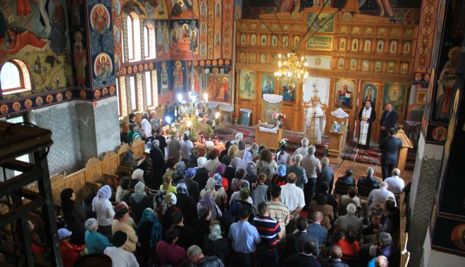 Credincioșii cer redeschiderea bisericilor.
