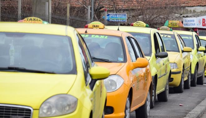 Foto: Constanţa, plină de taxiuri pirat!  Poliţia Locală se face că îi amendează