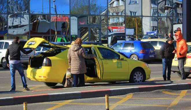 Foto: Ce faci dacă te păcăleşte sau îţi vorbeşte urât taximetristul