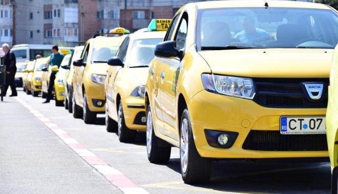 """Foto: Taximetriştii constănţeni, război """"la baionetă"""" cu """"piraţii"""" şi microbuzele maxi-taxi"""