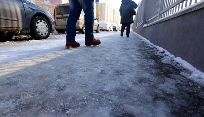 Foto: O nouă repriză de iarnă, la Constanţa. Autorităţile, mobilizate să nu lase oraşul să se blocheze