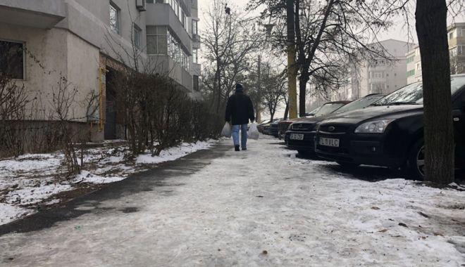 Coşmarul pietonilor. Trotuarele, acoperite cu gheaţă, Poliţia nu a dat nicio amendă - fotofondtrotuare-1543856540.jpg