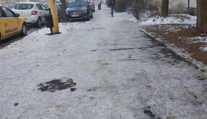 Coşmarul pietonilor. Trotuarele, acoperite cu gheaţă, Poliţia nu a dat nicio amendă - fotofondtrotuare6-1543856621.jpg