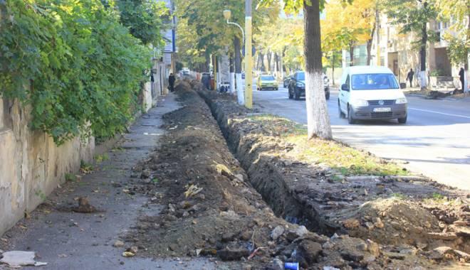 Foto: Vieţi puse în pericol! Capcanele de pe trotuarele Constanţei