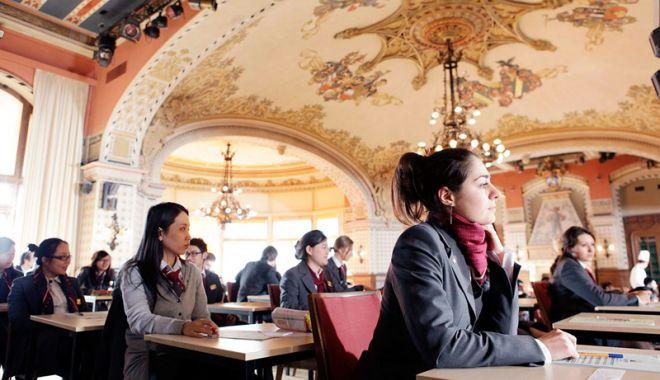 Foto: Târg educațional. Universități  din toată lumea, prezente la Constanța