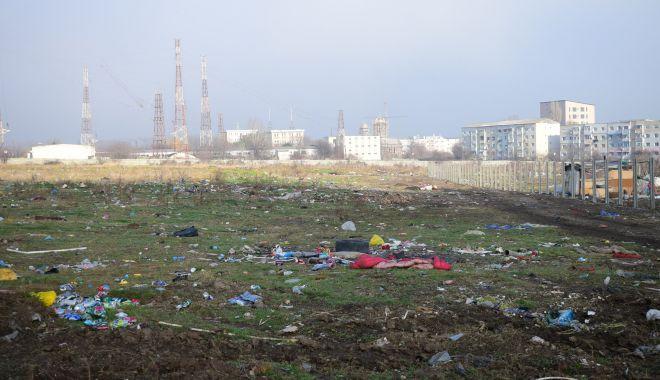 Foto: Dacă Armata ar ceda terenul… Parcul Soveja, în loc de mizerii, betoane şi sârmă ghimpată!