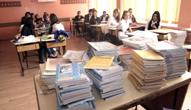 Foto: Veşti bune pentru elevii de clasa a V-a. Vin noile manuale!