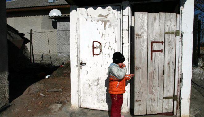 Foto: Constanța intră în rândul lumii. Adio wc-uri turcești în curtea școlii!