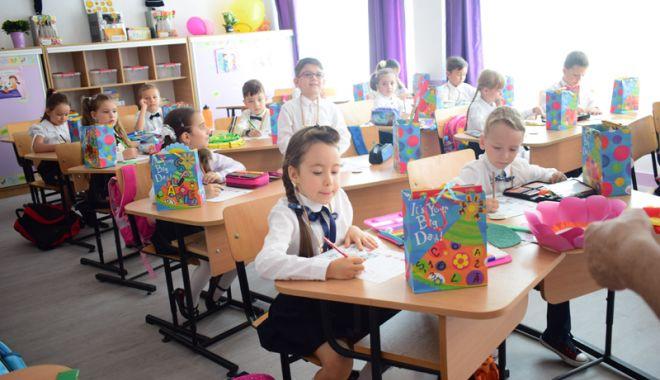 Foto: Înscrierea la clasa zero, amânată câteva zile. Copiii care au împlinit şase ani merg obligatoriu la şcoală