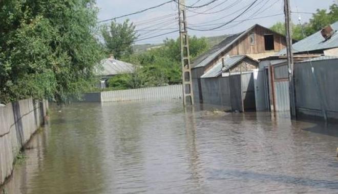 Foto: Conservatorii din Constanţa strâng ajutoare pentru sinistraţi
