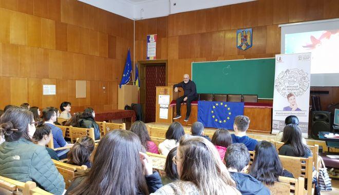 Proiectul Antrenat de Majorat a ajuns la peste 200 de liceeni din orașul Constanța - fotomirceacelbatran-1557925684.jpg