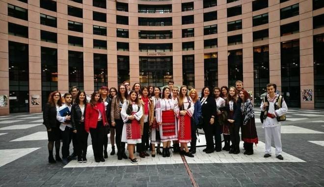 Delegaţia Colegiului Pedagogic, în vizită la Parlamentul European - fotopedagogic-1491127043.jpg
