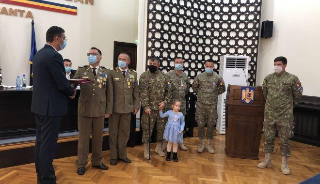Foto: Maestrul Virgil Andriescu şi şase militari eroi, Cetăţeni de Onoare ai judeţului Constanţa