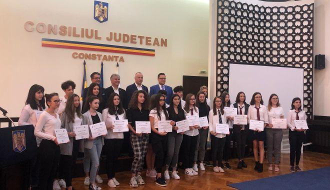 Foto: Cinste lor! Elevii de 10 ai Constanței, premiați cu diplome și bani