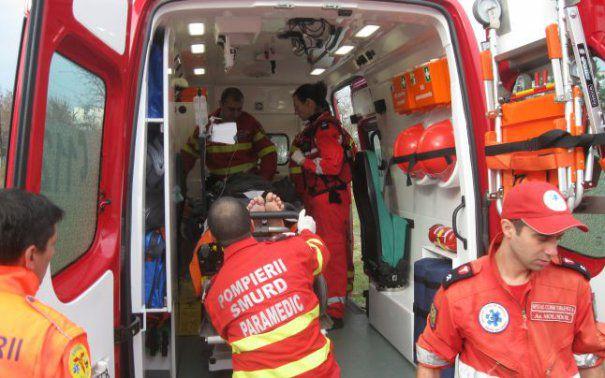 Foto: ACCIDENT cu TREI victime: O tânără și doi băieți au fost implicați