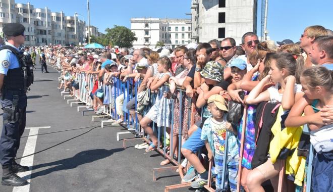 Foto: Ziua Marinei Române la Constanţa. Traficul va fi restricţionat în Peninsulă