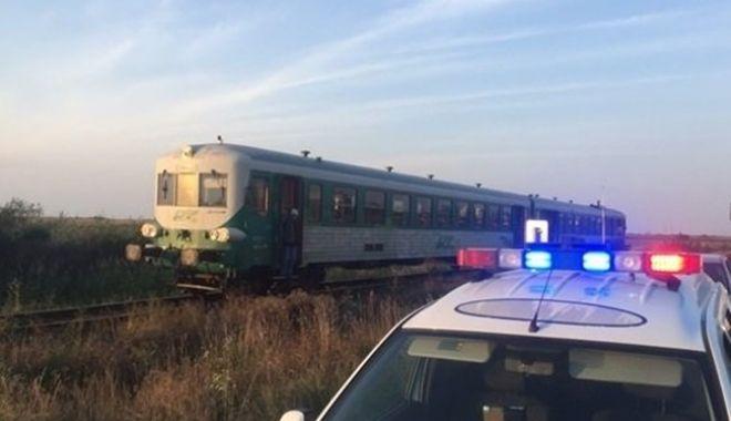 Foto: TRAGEDIE PE CALEA FERATĂ! Călător mort, după ce a căzut din tren