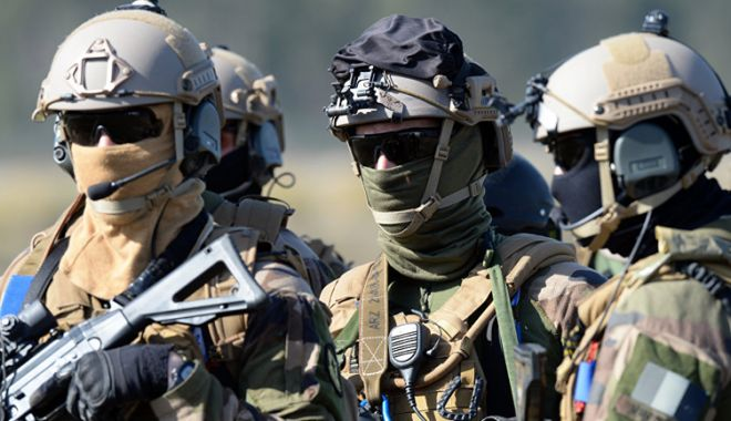 "Foto: ""Franţa rămâne angajată militar în Siria"""
