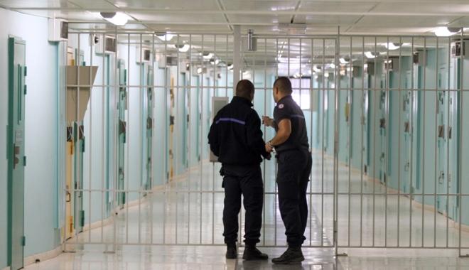 Foto: Franţa este în alertă! Numărul deţinuţilor a atins un nivel record
